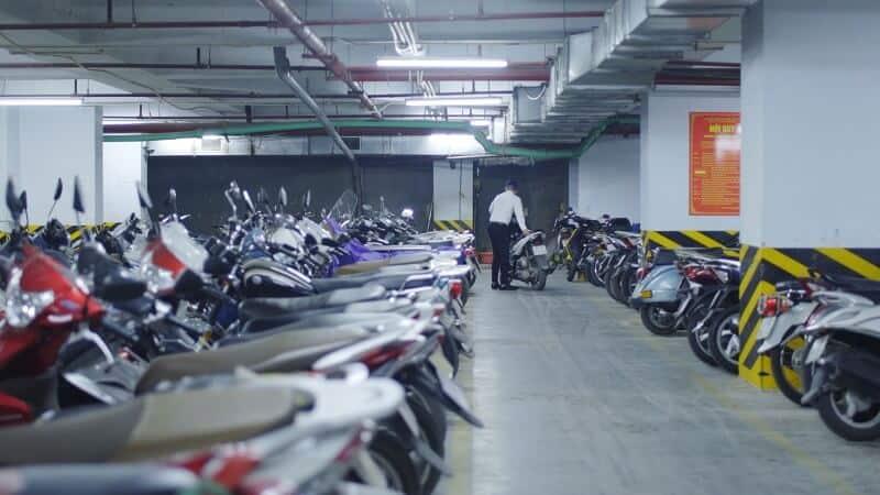 Tình trạng thiếu bãi đỗ xe máy hiện nay ngày càng trở nên nghiệm trọng
